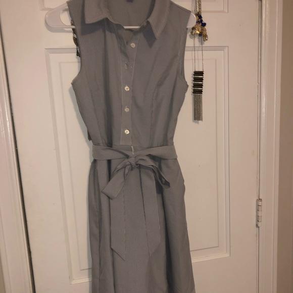Jones New York Dresses & Skirts - Jones New York pinstripe dress with tie bow